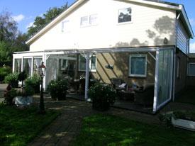 Stevige en moderne terrasoverkapping, een mooie aanbouw van uw woning.